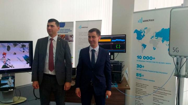 Мишустину показали первую базовую станцию 5G, сделанную в Томске