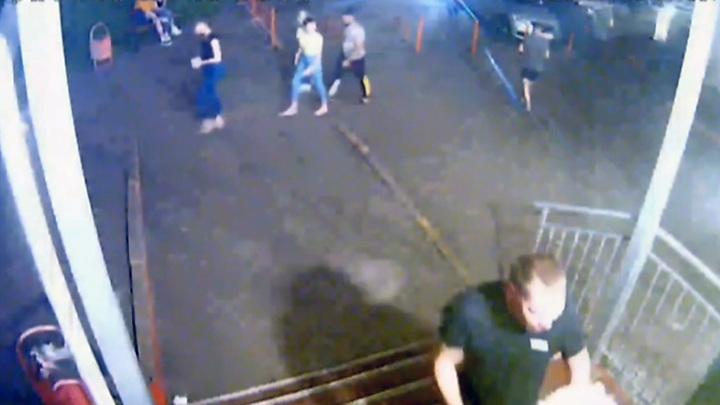 Красноярец избил двух юношей за крашеные волосы