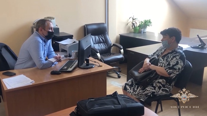 Сотрудницу поликлиники поймали на торговле ковидными сертификатами