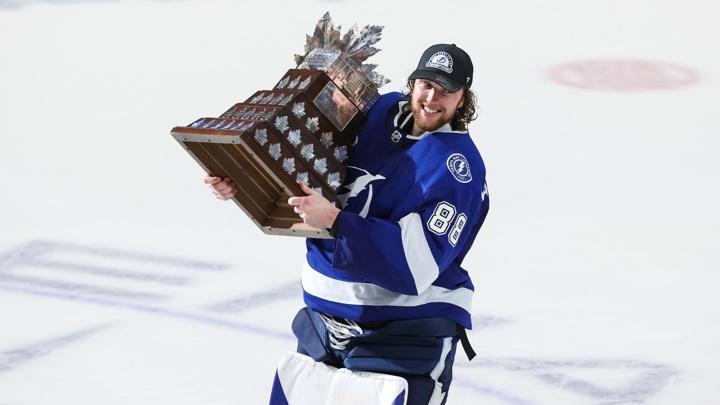 Россиянин Василевский признан самым ценным игроком плей-офф НХЛ