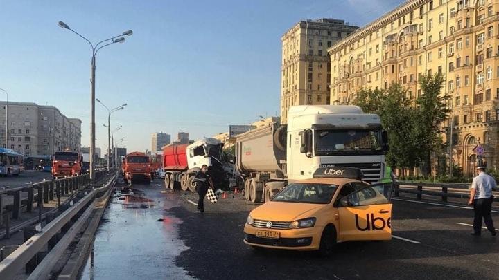 Таксист спровоцировал смертельную аварию на северо-западе Москвы