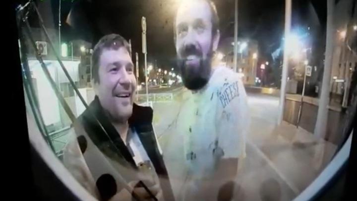 Пьяные пешеходы остановили трамвай и избили вагоновожатого