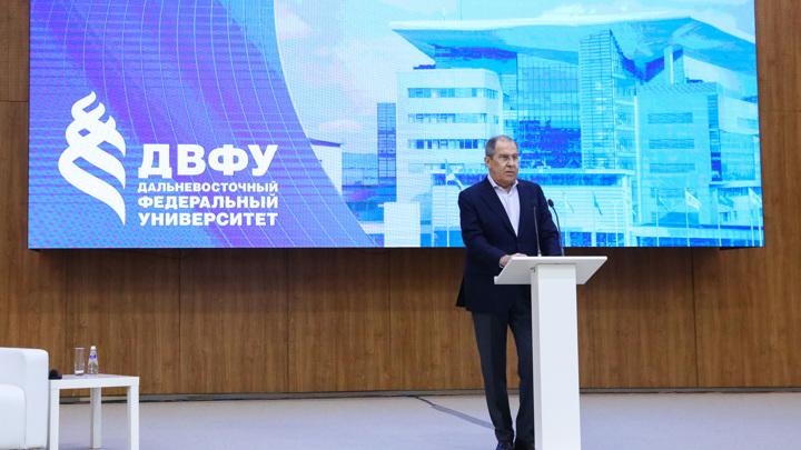 Сергей Лавров прочитал лекцию студентам ДВФУ