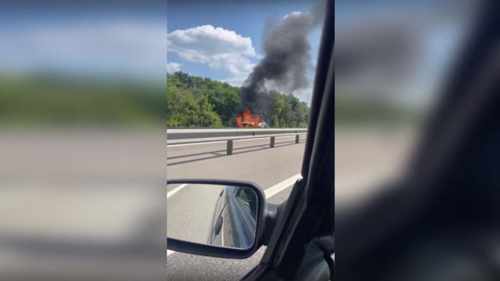 """На трассе М-4 """"Дон"""" из-за загоревшейся машины произошло массовое ДТП"""