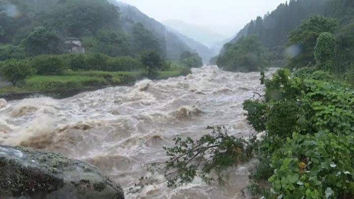 На западе Японии сотням тысяч человек советуют срочно эвакуироваться