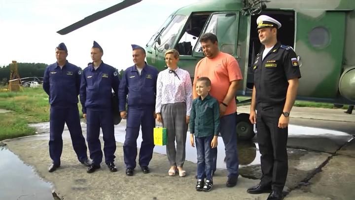 В Калининградской области летчики исполнили мечту мальчика с серьезным заболеванием
