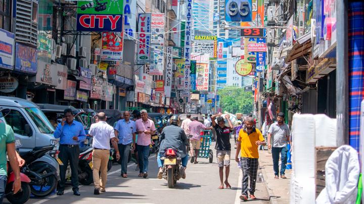 Шри-Ланка готова принять российских туристов с прививками и без них
