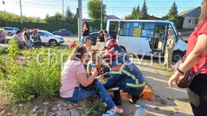 11 человек пострадали в ДТП с маршруткой в Саратове