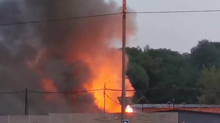 На севере Москвы сгорели 15 гаражей