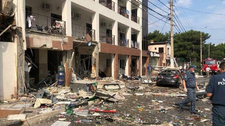 В Геленджике возле гостиницы, где произошел взрыв газа, введен режим ЧС