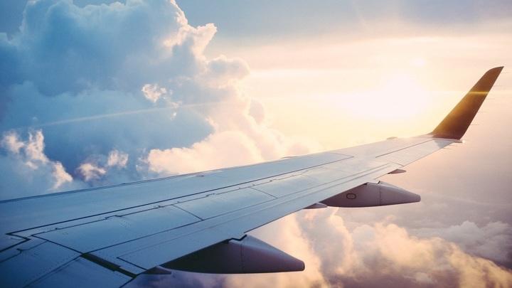 Упало давление: в Челябинске самолет совершил экстренную посадку