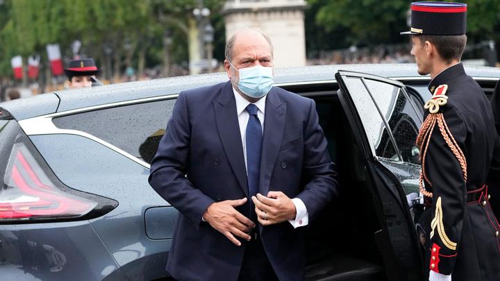 Министр юстиции Франции не признал вины