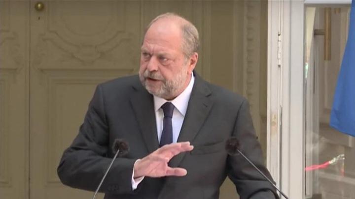 Французского министра юстиции допрашивали шесть часов