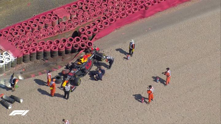 Формула-1. Ферстаппен разбил машину после столкновения с Хэмилтоном