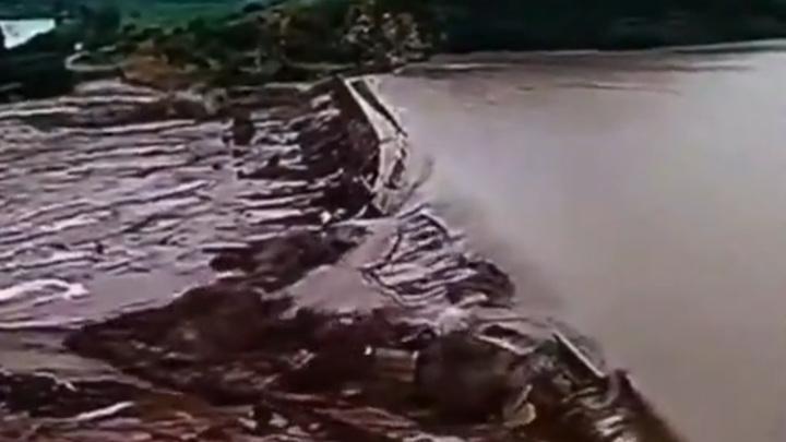 В Китае из-за прорыва двух плотин эвакуировали почти 20 тысяч человек