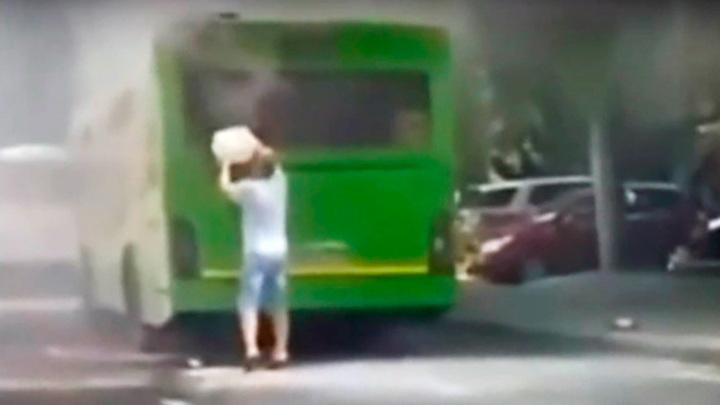 Воронежцы сняли на видео вспыхнувший автобус