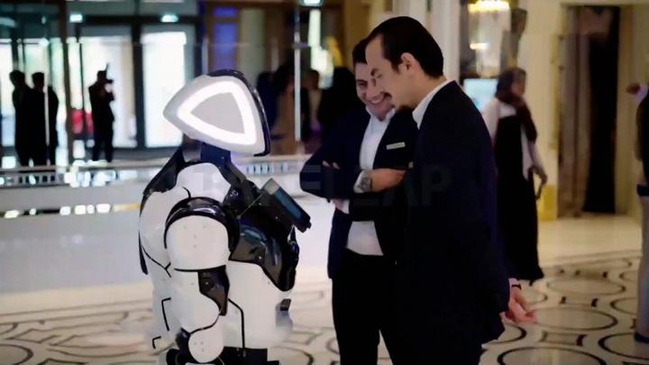 Пермский робот официально стал сотрудником полиции в ОАЭ