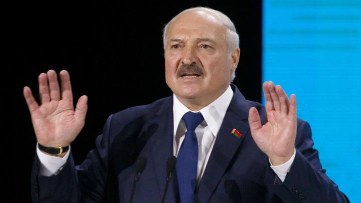 """Лукашенко высказался о """"печенюшках"""" Байдена для Тихановской"""