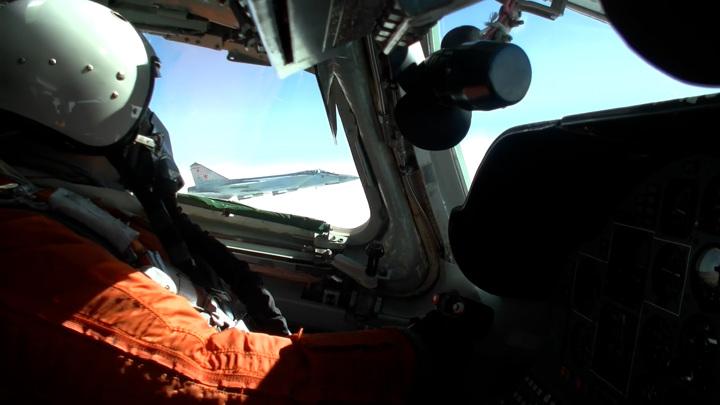 Российские стратеги 7 часов патрулировали акватории Норвежского и Баренцева морей