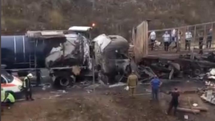 Три человека погибли в аварии шести машин в Нижегородской области