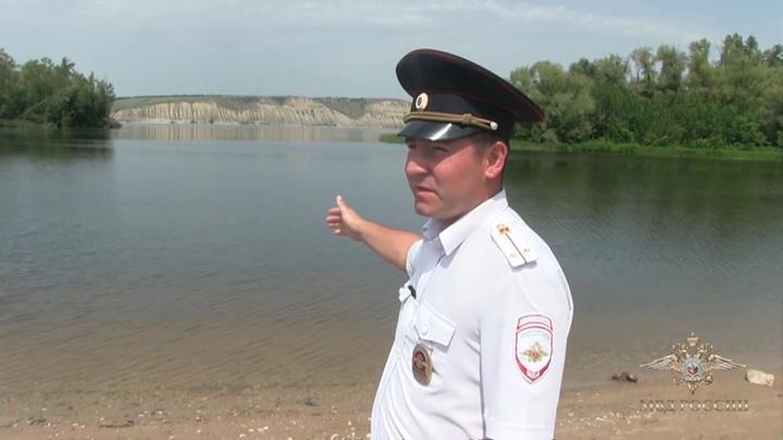 Саратовские полицейские спасли тонущую женщину
