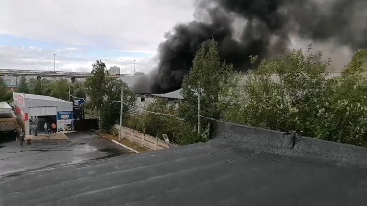 Крупный пожар в Санкт-Петербурге потушен