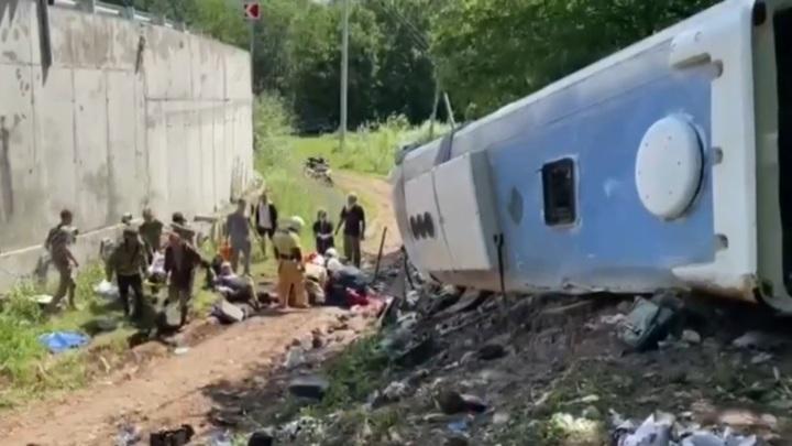 Водитель опрокинувшегося на Кубани автобуса оказался частным перевозчиком