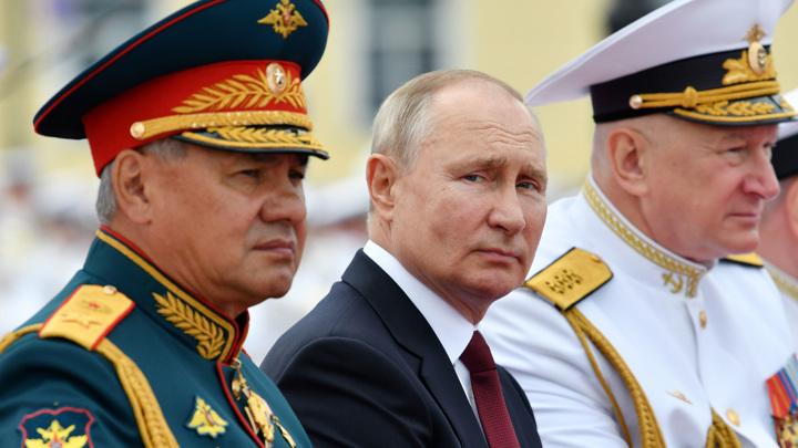 """Путин: """"Россия постоянно совершенствует вооружения ВМФ"""""""