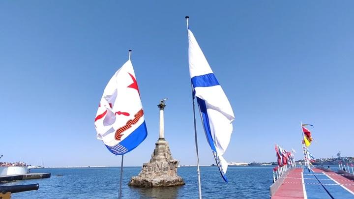 Парад кораблей ко Дню ВМФ России прошел сегодня в Севастополе