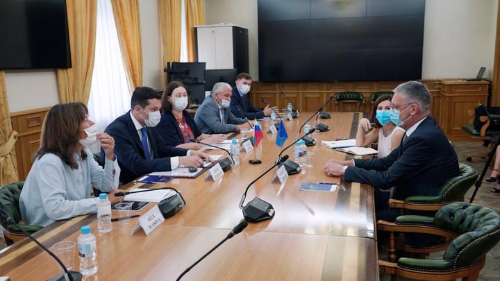 Алиханов встретился с послом Европейского Союза в России