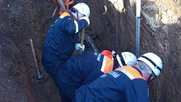 Пензенские спасатели вытащили рабочего из завала в траншее