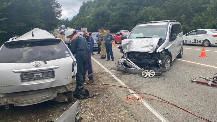На Кубани в аварии погибли два человека и пострадали дети