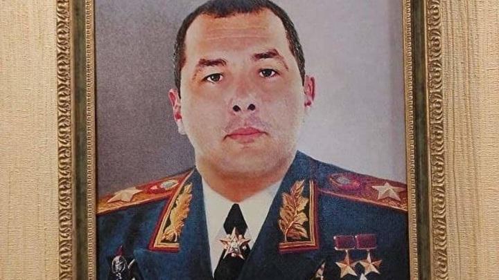 У сотрудника ГИБДД из Таганрога при обыске нашли его портрет в форме маршала