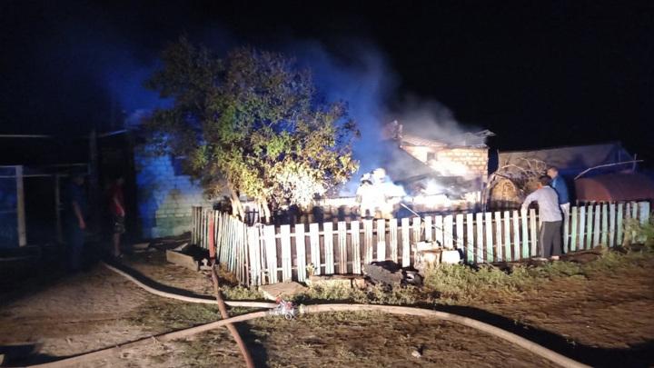 Под Саратовом сгорел дом, судьба пяти человек неизвестна