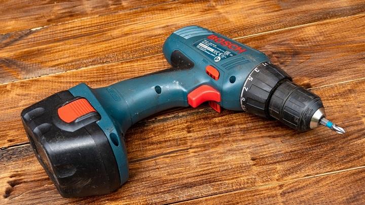 Манящий перфоратор: липчанин похитил рабочие инструменты электрика