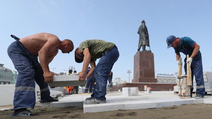 Московские власти рассказали, почему все время меняют плитку на улицах