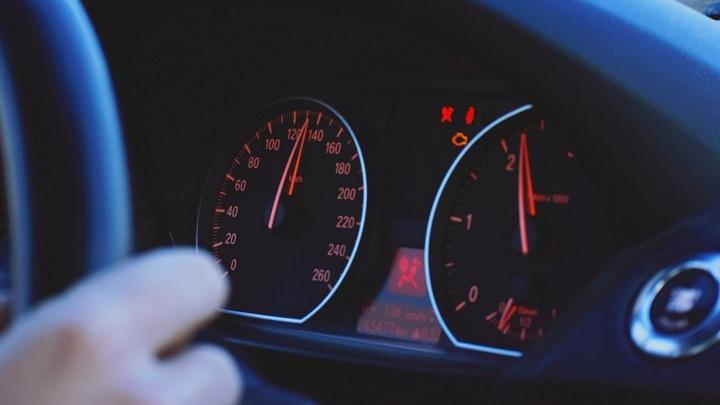 Двое подростков подозреваются в угоне автомобиля в Угличе