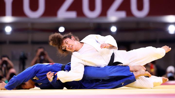 Олимпиада. Российские дзюдоисты вышли в полуфинал командного турнира