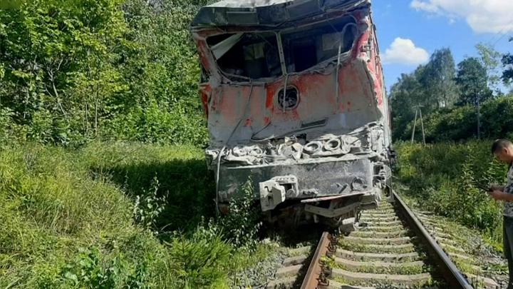 Столкновение поезда с грузовиком: движение восстановлено