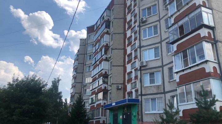 Мальчик, упавший с восьмого этажа в Липецке, находится в коме