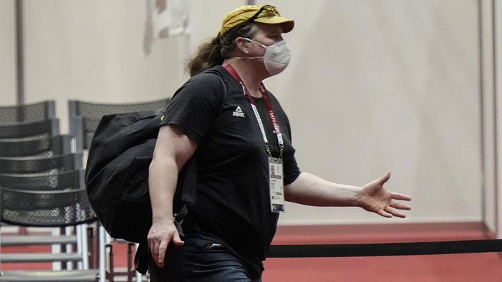В турнире штангисток остались только женщины