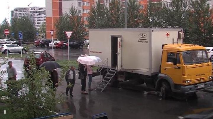Вакциномобиль начал дежурить в тюменских дворах