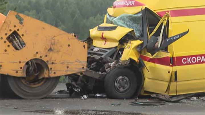 В Забайкалье водитель скорой помощи погиб в ДТП при столкновении с катком