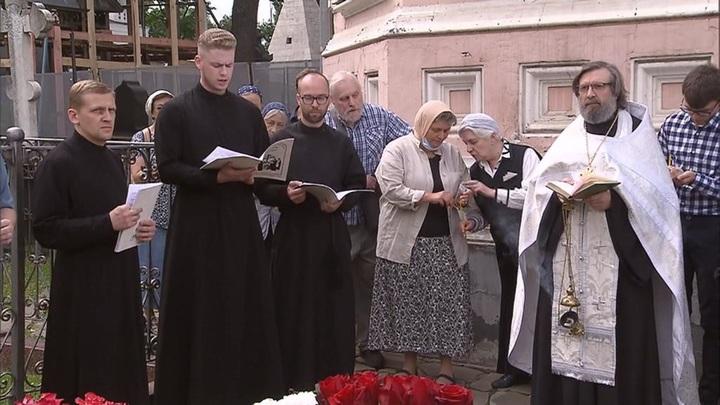 В Донском монастыре отслужили панихиду по Солженицыну