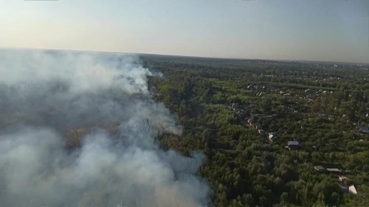 Лесной пожар под Оренбургом добрался до дачного массива
