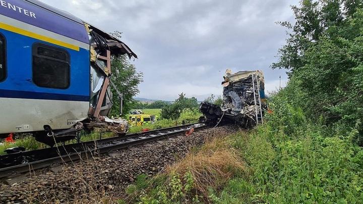 Россиян среди погибших и пострадавших при столкновении поездов в Чехии нет