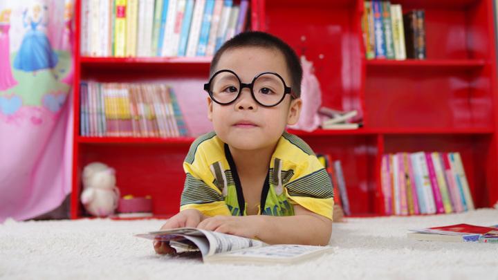 Доля детей с диагнозом близорукость заметно увеличилась после введения антиковидных ограничений в Гонконге.