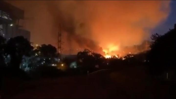 В Турции лесной пожар перекинулся на электростанцию