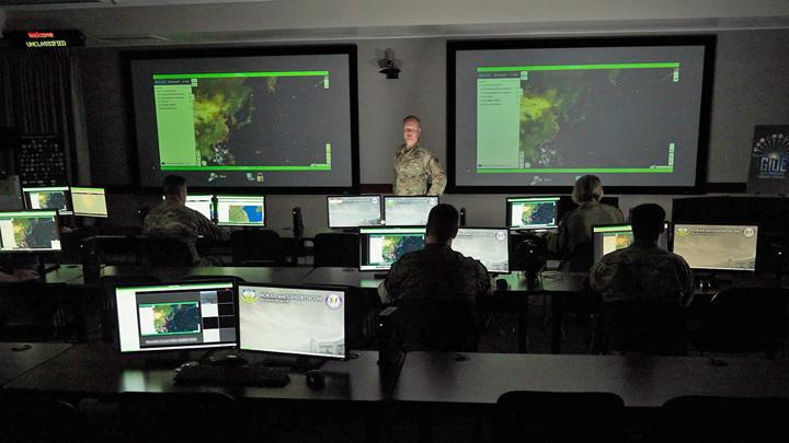 Представители одиннадцати боевых команд США участвуют в третьей серии GIDE в штаб-квартире Северного командования США, 13 июля 2021 года.