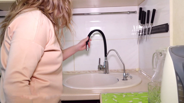 """""""Ни помыться, ни попить"""": жители Вологды жалуются на отвратительный запах воды"""